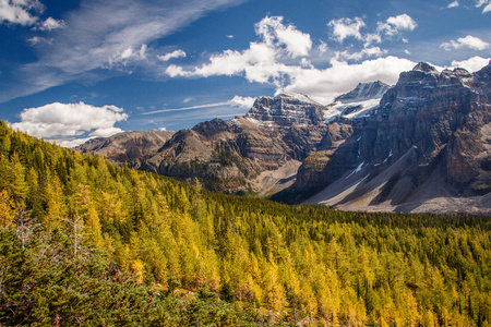 Hiking around Moraine Lake in autumn colors, Lake Louise in Banff NP, Canada Stock Photo