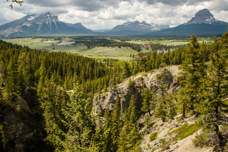 Crowsnest Pass mountains from Blairmore, Southern Canada Reklamní fotografie