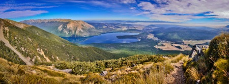 On the way up to the most beautiful view of Nelson lakes national park in New Zealand, summer and winter time travel destination number one, hiking paradise, mountain park, pure nature of South Island of New Zealand Standard-Bild