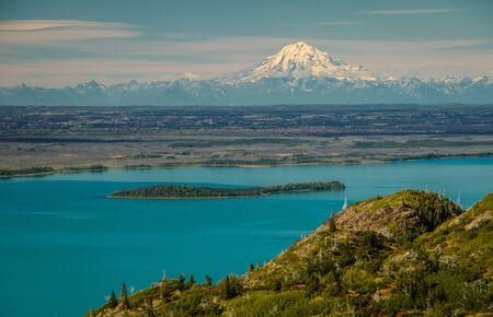 Mt. Redoubt viewpoint from Skilak lake in Kenai Peninsula, Alaska, beautiful view from easy hiking around lake in heart of Kenai peninsula Reklamní fotografie