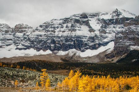 View of Paradise valley from Sentinel pass in late October, Canada Banco de Imagens