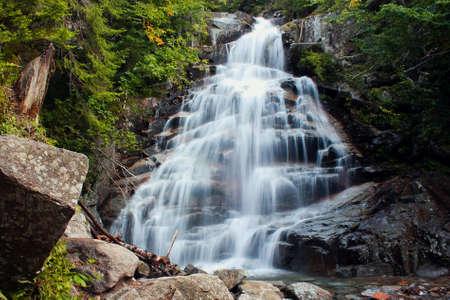 Waterfall season in New Hamshire, water loverds, autumn time, Us road trip 免版税图像