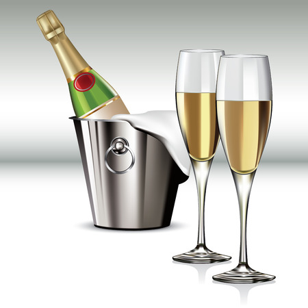 Flasche Champagner in Kühler und voller Champagner-Glas.