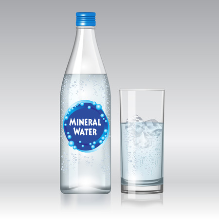 botella: Vaso de agua y una botella de agua mineral aislado sobre fondo blanco. Ilustración vectorial