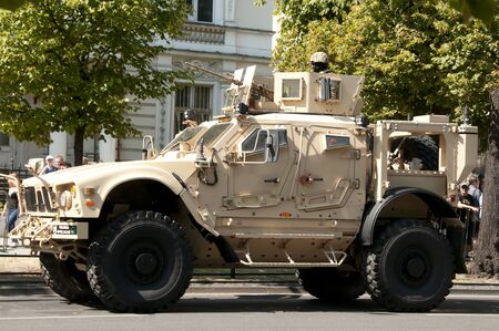 AUGUST15, 2015: Oshkosh M-ATV - American military MRAP vehicles equipped army.Polish Polish Army Day, August 15, 2015 Warsaw, Poland 新聞圖片
