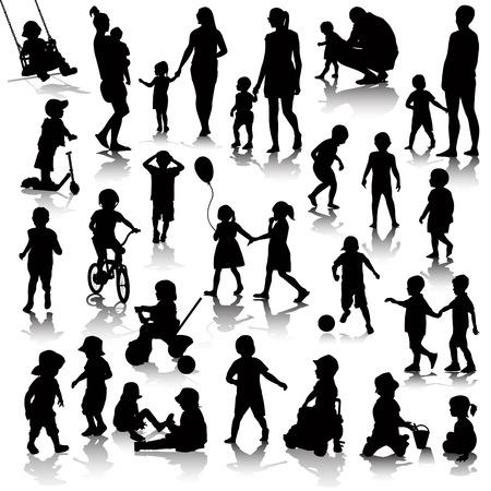 niñas jugando: siluetas de los niños aislados en blanco. ilustración vectorial