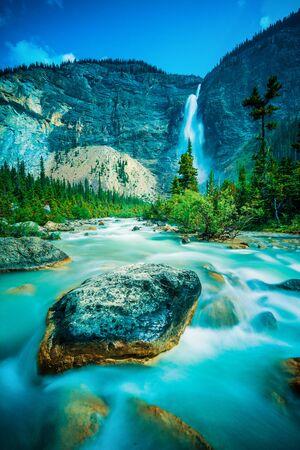 Takakkaw Falls and river in Yoho National Park, British Columbia, Canada Banco de Imagens