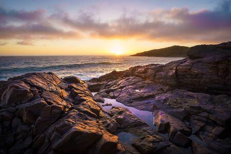 Sunrise over Dolphin Point, Noosa National Park, Sunshine Coast, Queensland, Australia Banco de Imagens