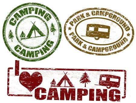 lägereld: Set av camping grunge frimärken, vektor illustration Illustration