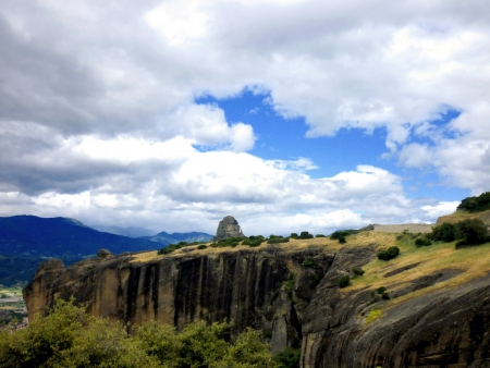 places of interest: The impressive rocks of Meteora, Greece