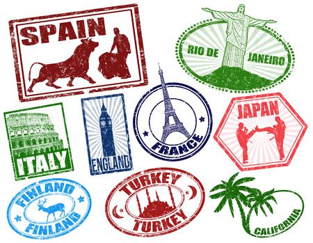 Ensemble de stylisés timbres de voyage grunge sur blanc, illustration vectorielle