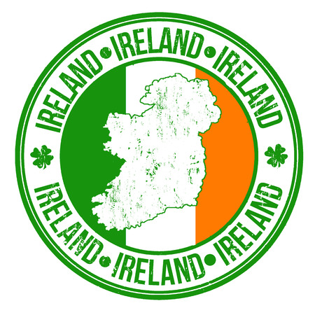 timbre en caoutchouc grunge avec drapeau de l'irlande, la carte et le mot écrit à l'intérieur Irlande, illustration vectorielle
