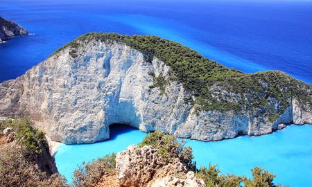 Hermosa vista de la playa de Navagio en la isla de Zakynthos, Grecia Foto de archivo - 80027044