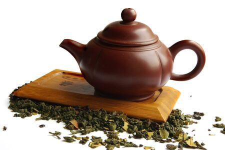 Clay teapot for the Chinese tea and green tea,on the wooden desk and white background Zdjęcie Seryjne