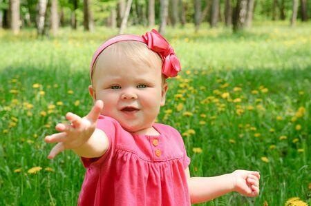 Outdoor portrait of a cute little girl Zdjęcie Seryjne