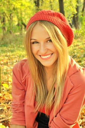 Herfst meisje staand Stockfoto