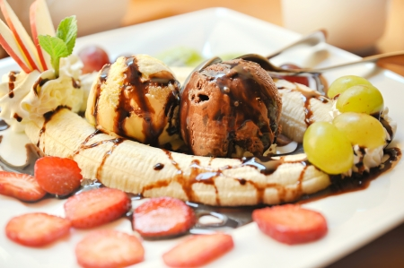 Banana split Stock Photo - 15217647