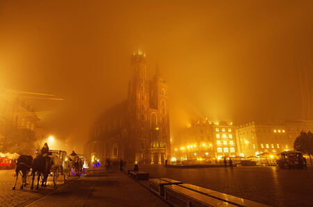 polska: Market square in Cracow at night