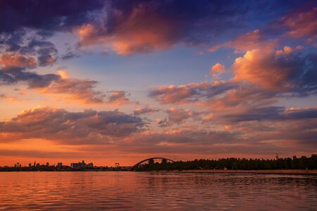 Sunset over Dnipro Foto de archivo - 128329278