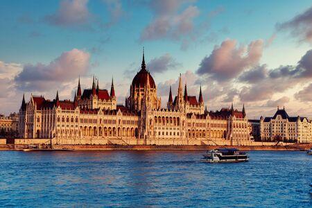 Parlamento e fiume di Budapest