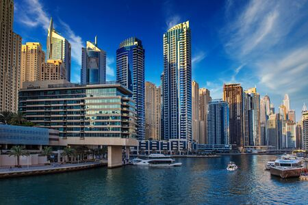 Dubai Marina al tramonto