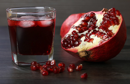 pomegranate juice: pomegranate juice with  ice and red pomegranate fruit