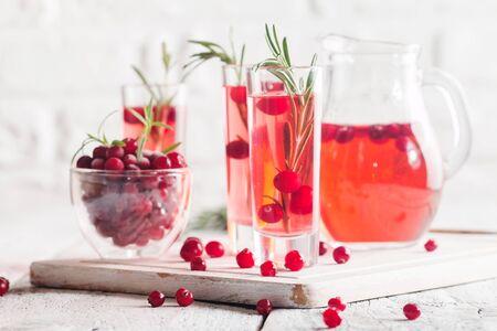 arandanos rojos: bebida refrescante con arándanos Foto de archivo