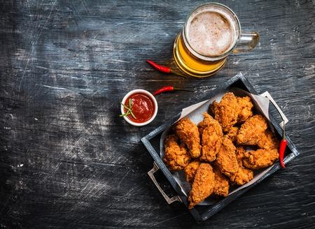Alitas de pollo estilo Buffalo Foto de archivo - 72781527