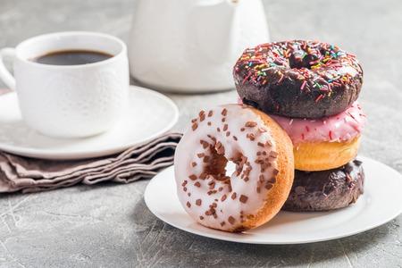 Fastfoodontbijt met doughnut Stockfoto