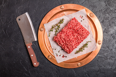 farce: Minced meat with seasoning and fresh thyme