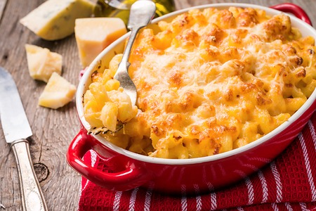 Mac and cheese, american style pasta 스톡 콘텐츠