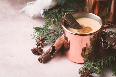 伝統的な冬のエッグノッグ