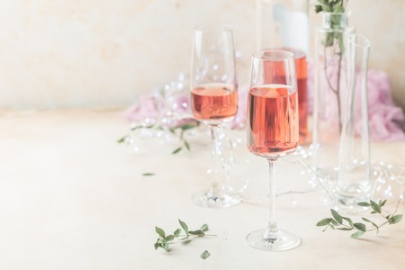 Two glasses and bottle of rose wine Standard-Bild