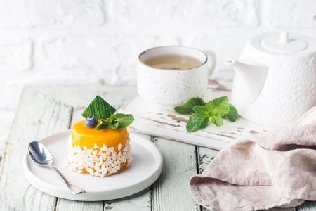 Mango mousse cake 免版税图像