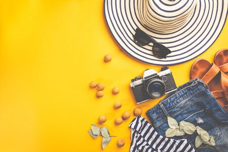Summer holiday flat lay, Womans accessories on colorful background, Vacation, summer and travel items Stockfoto