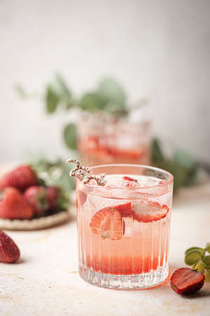 Refreshing summer drink with strawberry slices in glasses on white background Standard-Bild
