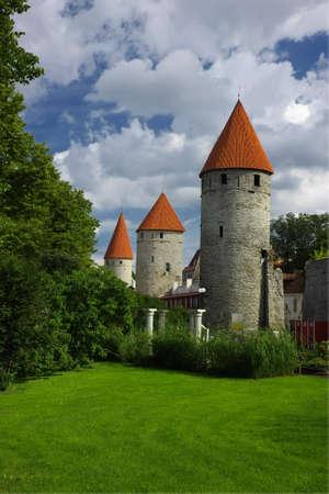 Old towers being part of an ancient Tallinn city wall Standard-Bild