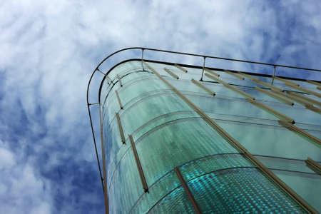 Modern Office Building exterior, Oberfläche Glasplatten, typisch für Business modern Real Estate. Standard-Bild - 8472263