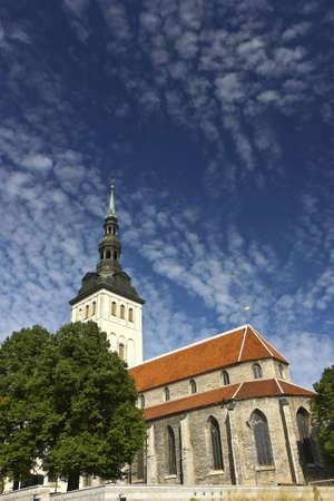 Old church in the center of Tallinn, Estonia - St. Nicholas or Niguliste. Standard-Bild