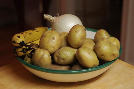 potatoes onion and bananas