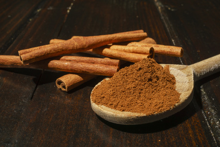 cinnamon sticks and ground cinnamon Фото со стока