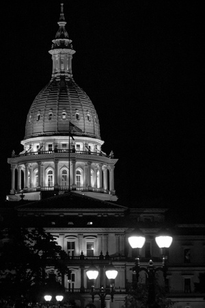 Lansing State Capitol Building in Michigan at night in black and white Archivio Fotografico