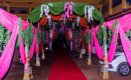 A traditional Indian wedding is filled up with desires, dreams and future plans. Weddings in night lighting are really special to enjoy. Imagens