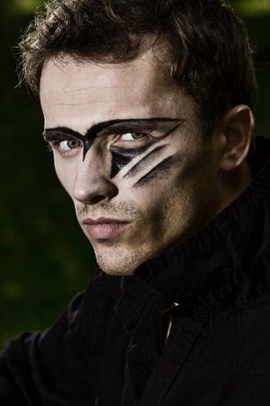 body paint: el retrato de la dura modelo masculino guapo Foto de archivo