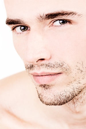 cejas: closeup retrato de la joven modelo masculino