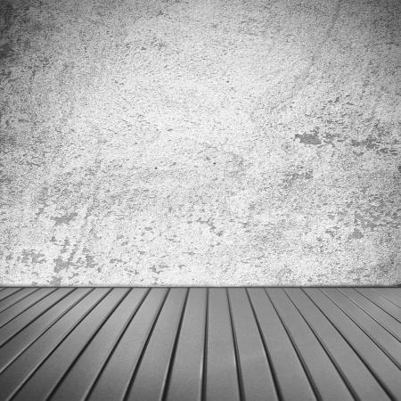 wit interieur grunge muur textuur achtergrond en oude houten vloer, zonder plafond, Vintage Room