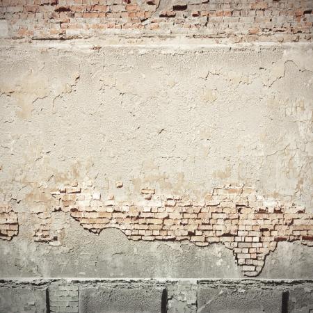 wit gepleisterde muur en bakstenen muur textuur grunge achtergrond