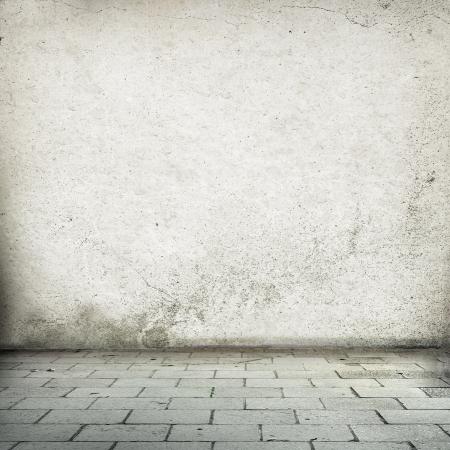 verlaten interieur oude straat muur textuur achtergrond en straat stoep Stockfoto