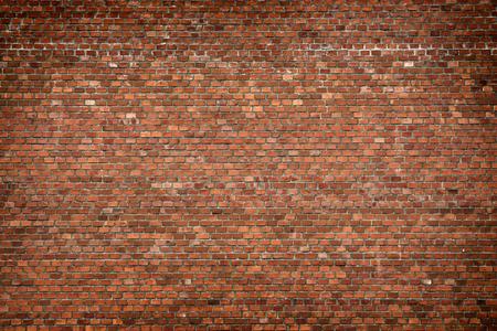 urban colors: pared de ladrillo textura de fondo grunge rojo con esquinas vignetted, puede utilizar para el diseño de interiores