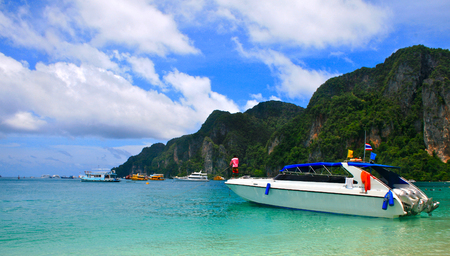 speedboats: speedboats, take visitors to the islands of Krabi, Phi Phi Island, Thailand